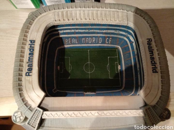 Coleccionismo deportivo: Maqueta Estadio Santiago Bernabéu, bien conservada. - Foto 4 - 218210518