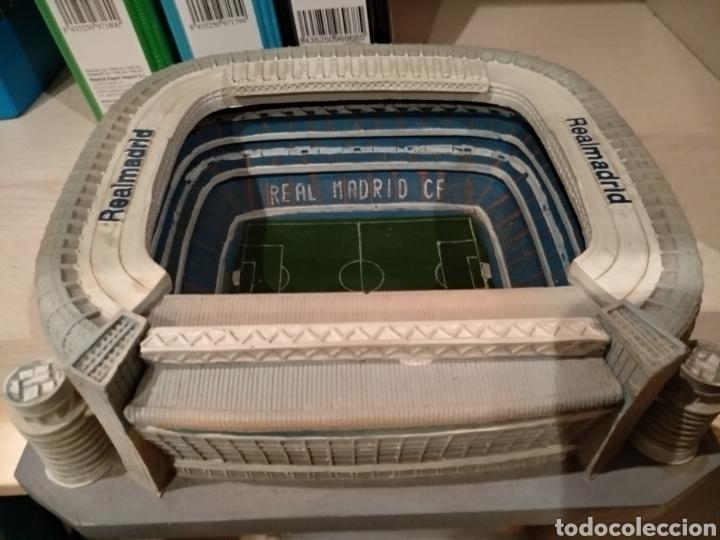 Coleccionismo deportivo: Maqueta Estadio Santiago Bernabéu, bien conservada. - Foto 5 - 218210518