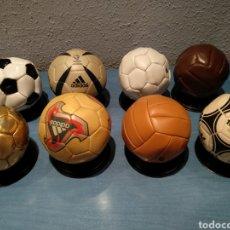Coleccionismo deportivo: BALONES MARCA DE LOS MUNDIALES, TODOS ELLOS CON SU PEANA CORRESPONDIENTE. COLECCIÓN DE HACE AÑOS.. Lote 218215471