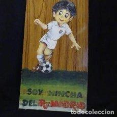 Coleccionismo deportivo: PINTADO AL OLEO Y FIRMADO.SOY HINCHA REAL MADRID, AÑOS 1960. Lote 221152873