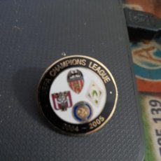 Coleccionismo deportivo: PIN DEL GRUPO DE CHAMPIONS 2004/05. Lote 221366985