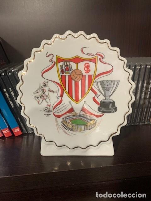 SEVILLA F.C. FIGURA PERGAMINO CIRCULAR CON EL ESCUDO DEL CLUB (Coleccionismo Deportivo - Merchandising y Mascotas - Futbol)