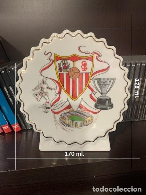 Coleccionismo deportivo: SEVILLA F.C. FIGURA PERGAMINO CIRCULAR CON EL ESCUDO DEL CLUB - Foto 5 - 221791733