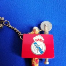 Coleccionismo deportivo: LLAVERO MECHERO REAL MADRID ANTIGUO. Lote 221935476