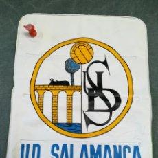 Coleccionismo deportivo: ALMOHADILLA HINCHABLE PARA IR AL FUTBOL - U. D. SALAMANCA. Lote 221957301