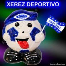 Coleccionismo deportivo: HUCHA BALÓN CERAMICA BANDERIN Y GORRA XEREZ DEPORTIVO 16CMS DE ALTURA. Lote 222088315