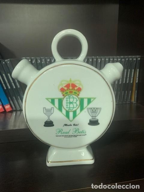 REAL BETIS BOTIJO DE PORCELANA DE DISEÑO EXCLUSIVO CON EL ESCUDO DEL CLUB (Coleccionismo Deportivo - Merchandising y Mascotas - Futbol)
