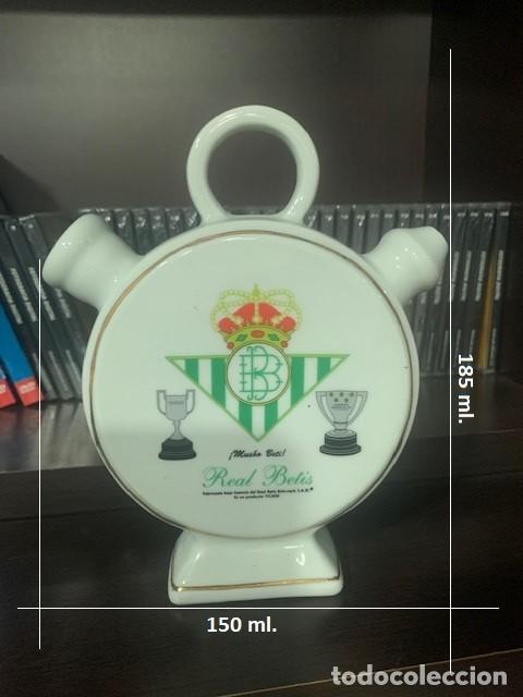 Coleccionismo deportivo: REAL BETIS BOTIJO DE PORCELANA DE DISEÑO EXCLUSIVO CON EL ESCUDO DEL CLUB - Foto 5 - 222521241