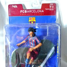 Coleccionismo deportivo: FIGURA DE ACCION RONALDINHO 10 FC BARCELONA, FT CHAMPS, SERIE 4-4-2 15 CMS, NUEVO EMPAQUE SELLADO *. Lote 224070927