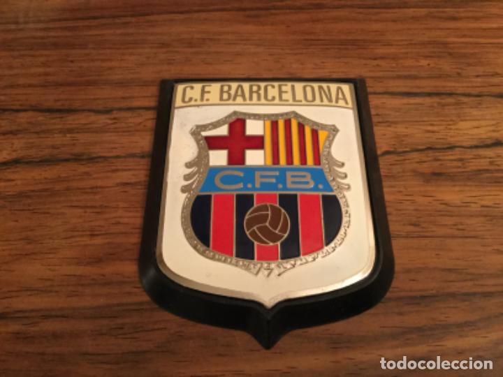 ANTIGUO ESCUDO DEL CLUB FUTBOL BARCELONA - CHAPA METALICA PARA ADORNO DE COCHE - MOTO. INSIGNIA (Coleccionismo Deportivo - Merchandising y Mascotas - Futbol)