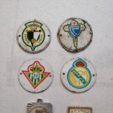 Coleccionismo deportivo: ESCUDOS DE METAL Y ESCUDOS DE COLGANTE.. Lote 230291825