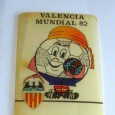 Coleccionismo deportivo: MUNDIAL 82, PEGATINA DE VALENCIA CON EL MUNDIAL,NARANJITO. Lote 230759780