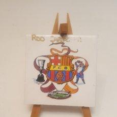 Coleccionismo deportivo: AZULEJO EN CABALLETE ESCUDO FUTBOL CLUB BARCELONA RECUERDOBDE CARTAGENA. Lote 235588970