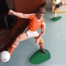 Coleccionismo deportivo: FIGURITA DE PLÁSTICO VAN BASTEN (HOLANDA) 1988 10 CMS. Lote 236505270