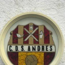 Coleccionismo deportivo: ESCUDO DEL U.D SANT ANDREU. CLUB DEPORTIVO SANT ANDRES 1970'S.. Lote 245757115
