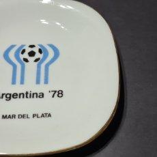 Coleccionismo deportivo: PLATO CON BORDE DORADO . MUNDIAL DE FÚTBOL ARGENTINA 78. MAR DEL PLATA. VERBANO. Lote 249499320