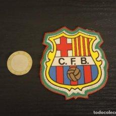 Coleccionismo deportivo: -ESCUDO ANTIGUO DE FUTBOL DE TELA : ESCUDO DEL BARCELONA C.F.B.. Lote 250271045