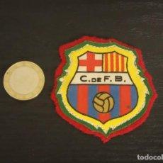 Coleccionismo deportivo: -ESCUDO ANTIGUO DE FUTBOL DE TELA : ESCUDO DEL BARCELONA C.F.B.. Lote 250271055