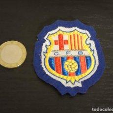 Coleccionismo deportivo: -ESCUDO ANTIGUO DE FUTBOL DE TELA : ESCUDO DEL BARCELONA C.F.B.. Lote 250271100