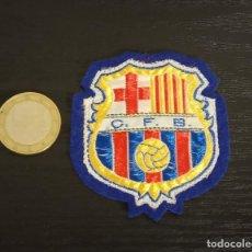 Coleccionismo deportivo: -ESCUDO ANTIGUO DE FUTBOL DE TELA : ESCUDO DEL BARCELONA C.F.B.. Lote 250271140