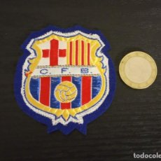 Coleccionismo deportivo: -ESCUDO ANTIGUO DE FUTBOL DE TELA : ESCUDO DEL BARCELONA C.F.B.. Lote 250271150