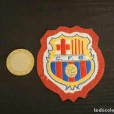 Coleccionismo deportivo: -ESCUDO ANTIGUO DE FUTBOL DE TELA : ESCUDO DEL BARCELONA C.F.B.. Lote 250271155