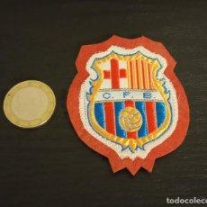 Coleccionismo deportivo: -ESCUDO ANTIGUO DE FUTBOL DE TELA : ESCUDO DEL BARCELONA C.F.B.. Lote 250271170
