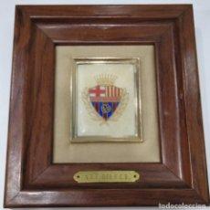 Coleccionismo deportivo: BARÇA: ANTIGUO ESCUDO DE VETERANOS DEL FUTBOL CLUB BARCELONA, A.V.F. DEL F.C.B.. Lote 254795740