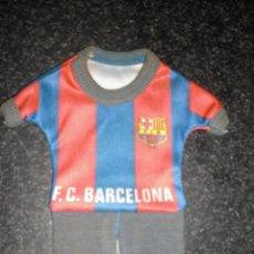 Coleccionismo deportivo: EQUIPACIÓN PARA COLGAR DEL FC BARCELONA. Lote 262182975