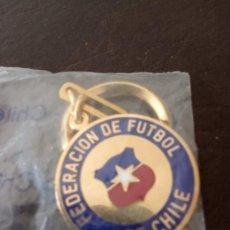 Coleccionismo deportivo: LLAVERO DE LA FEDERACIÓN DE FÚTBOL DE CHILE. Lote 262488900