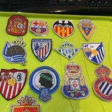 Collezionismo sportivo: 13 PARCHES TEXTIL BORDADOS AÑOS 70/80 EQUIPOS DE FÚTBOL ESPAÑOLES. Lote 266206988