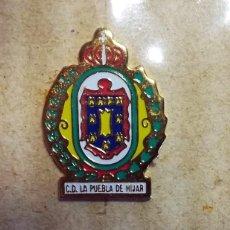 Coleccionismo deportivo: PIN C.D. LA PUEBLA DE HIJAR EQUIPO FUTBOL TERUEL. Lote 267504654