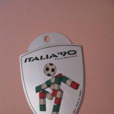 Colecionismo desportivo: PEGATINA DE FUTBOL, COPA MUNDIAL ITALIA 90. PLATEADA. 6,5X5 CM.. Lote 267663449
