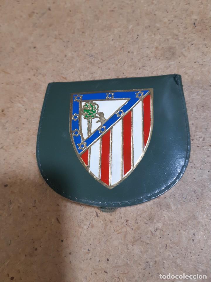 Coleccionismo deportivo: ESCUDO ATLÉTICO DE MADRID PORTAFOTOS SEAT 1500, MONEDERO PIEL, CARTERA PEÑA EUSEBIO REGALO INSTANTES - Foto 14 - 150313918