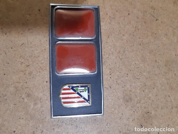 Coleccionismo deportivo: ESCUDO ATLÉTICO DE MADRID PORTAFOTOS SEAT 1500, MONEDERO PIEL, CARTERA PEÑA EUSEBIO REGALO INSTANTES - Foto 17 - 150313918
