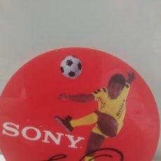 Coleccionismo deportivo: ANTIGUO AUTÓGRAFO PELÉ IMPRESO SOBRE PLÁSTICO DURO PUBLICIDAD SONY MUNDIAL ESPAÑA 82. Lote 270551603