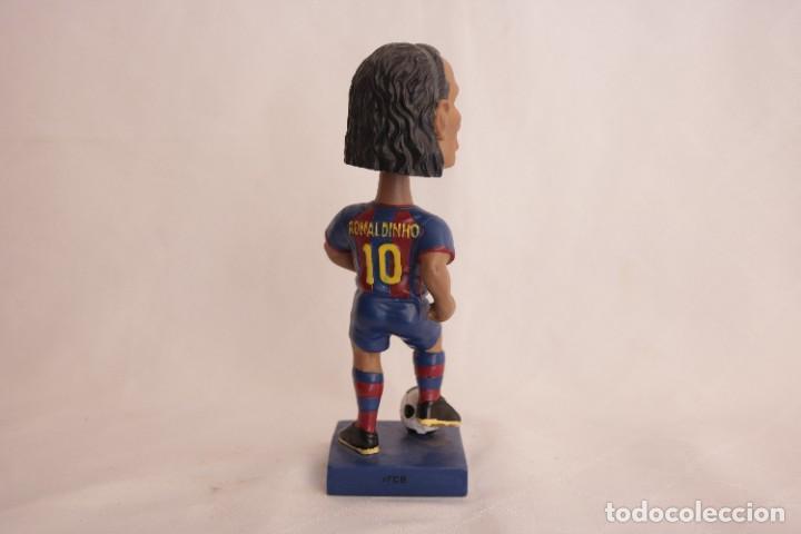 Coleccionismo deportivo: Figura de Ronaldinho que mueve la cabeza - Foto 5 - 272981738