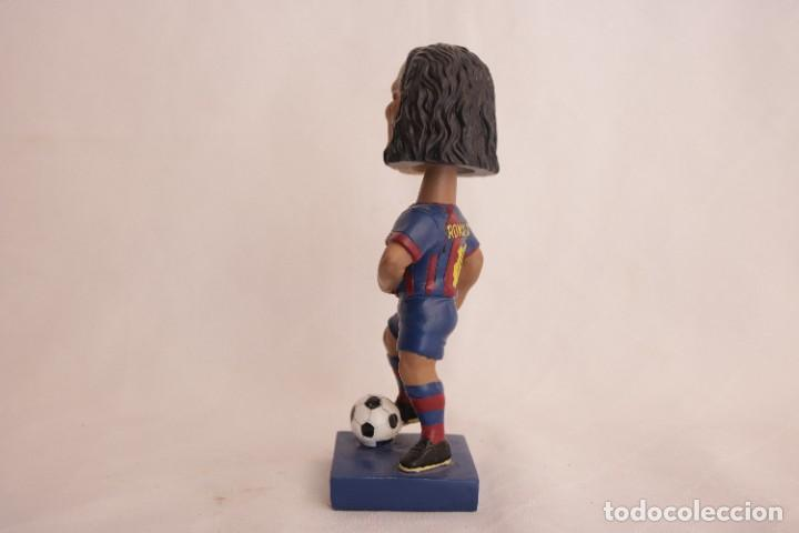 Coleccionismo deportivo: Figura de Ronaldinho que mueve la cabeza - Foto 7 - 272981738