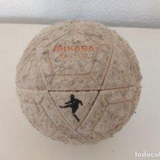 Coleccionismo deportivo: BALON VINTAGE MIKASA .USADO. Lote 276686163