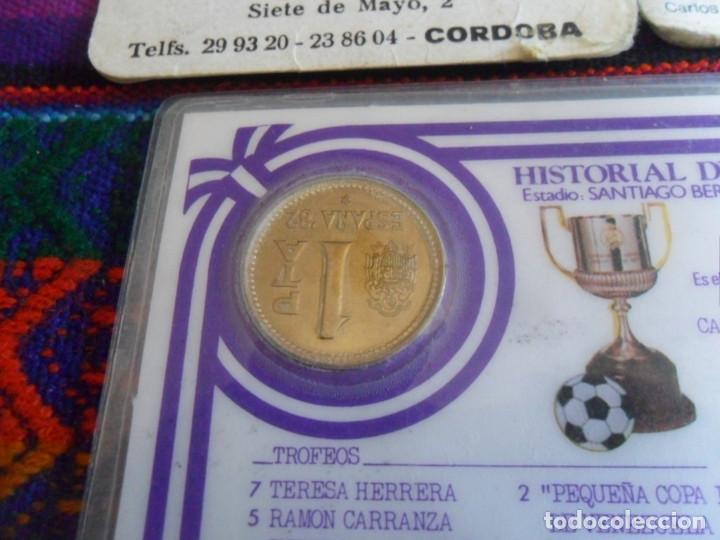 Coleccionismo deportivo: CARNET REAL MADRID MONEDA REY JUAN CARLOS I HISTORIAL PLANTILLA 1983 1984. REGALO 2 CALENDARIOS RARO - Foto 6 - 278230823
