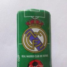 Coleccionismo deportivo: PLACA DE FUTBOL DEL REAL MADRID CON ANUNCIO DE COCA COLA. Lote 280488448