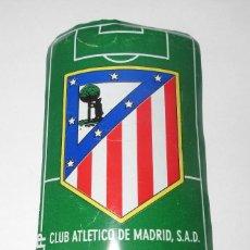 Coleccionismo deportivo: PLACA DE FUTBOL DEL ATLETICO DE MADRID CON ANUNCIO DE COCA COLA. Lote 280488598