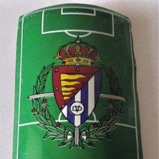 Coleccionismo deportivo: PLACA DE FUTBOL DEL VALLADOLID CON ANUNCIO DE COCA COLA. Lote 280488703