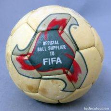 Coleccionismo deportivo: BALÓN FÚTBOL FEVERNOVA FIFA COPA MUNDO KOREA JAPÓN 2002 ADIDAS COLECCIÓN 12 CM DIÁMETRO. Lote 290059188