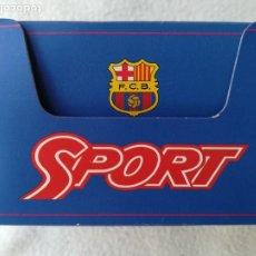 Coleccionismo deportivo: TRIVIAL PURSUIT BARÇA - CAJITA CON PREGUNTAS SOBRE EL FÚTBOL CLUB BARCELONA - SPORT - PJRB. Lote 296587708