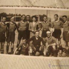 Coleccionismo deportivo: ANTIGUA FOTOGRAFIA EQUIPO DE FUTBOL CON AUTOGRAFO DEDICADO. Lote 42187139
