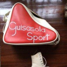 Coleccionismo deportivo: PATINES SOBRE HIELO VINTAGE CON BOLSA DE GUISASOLA SPORT Y ABONO DE LA PISTA DE HIELO NOGARO BILBAO. Lote 51553356