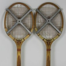 Coleccionismo deportivo: PAREJA DE RAQUETAS DUNLOP MAXPLY EN MADERA. CORDAJE POR RESTAURAR. CIRCA 1980.. Lote 53294039