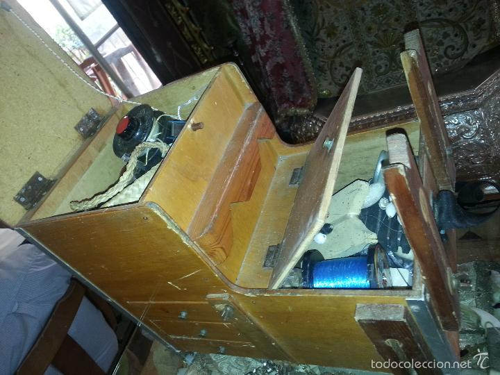 Coleccionismo deportivo: antigua caja pesca madera cajones apartados sillon cañeros carretes plomos sagarra linternas navaja - Foto 2 - 56418248