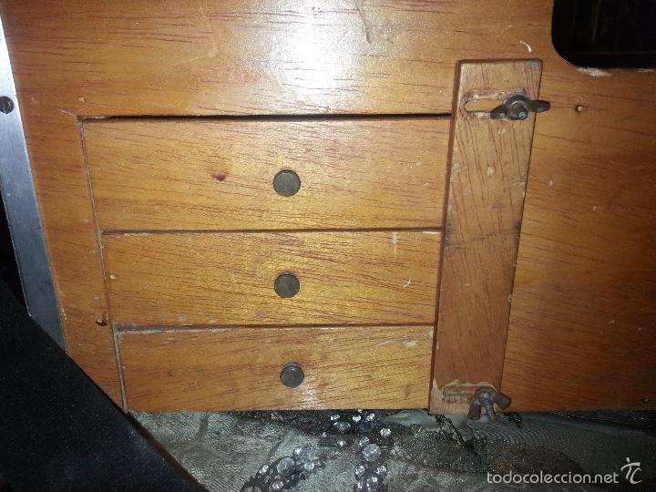 Coleccionismo deportivo: antigua caja pesca madera cajones apartados sillon cañeros carretes plomos sagarra linternas navaja - Foto 3 - 56418248